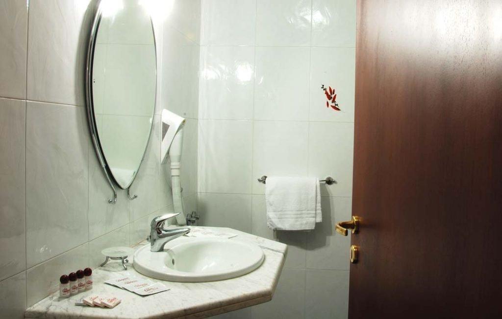 Bagno camera Hotel Giunone